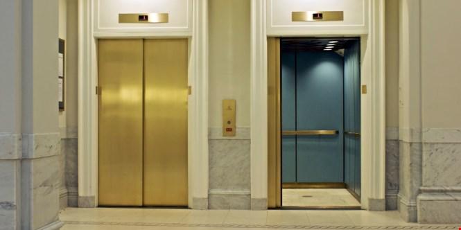 cửa thang máy1