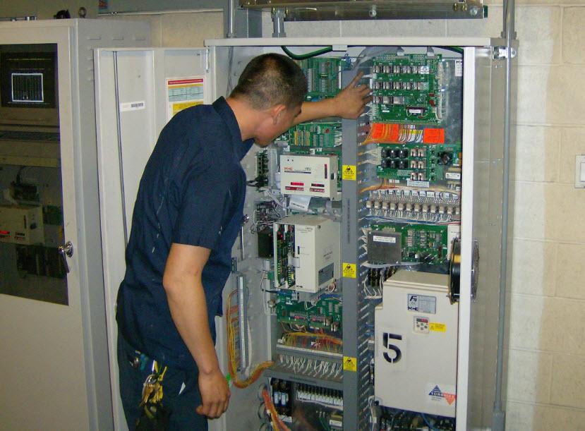 bảo trì tủ điện thang máy