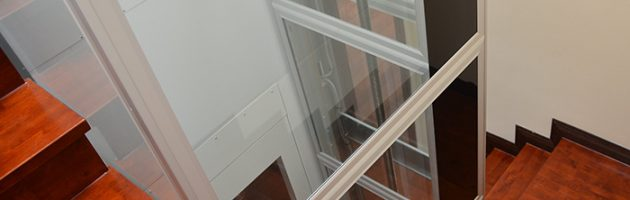 Cầu thang máy mini gia đình bằng kính