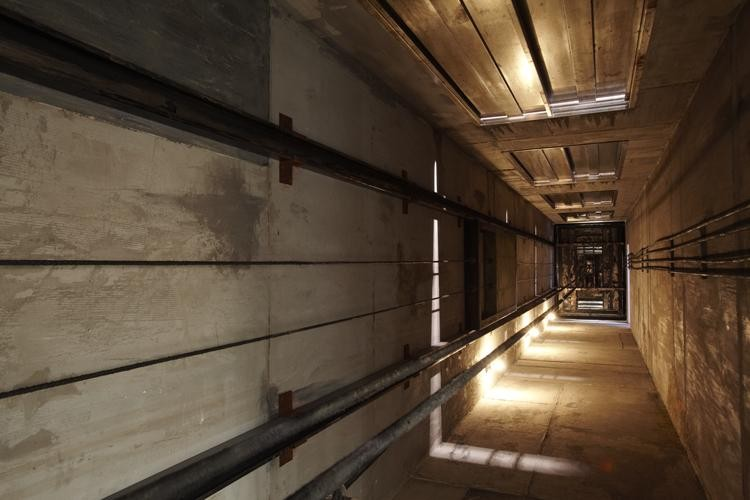 Khung bê tông thang máy