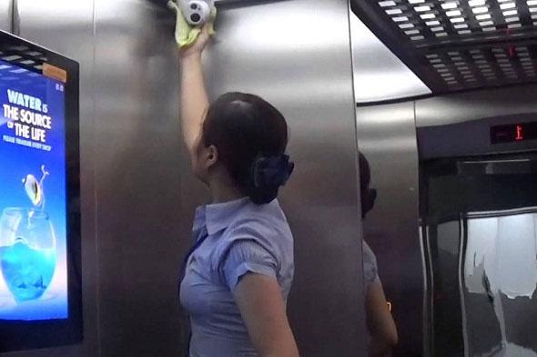 ý thức sử dụng thang máy