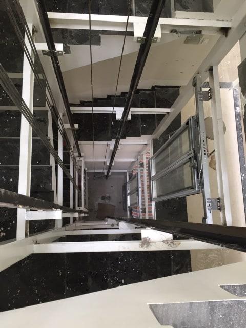 Khung thép hố thang máy