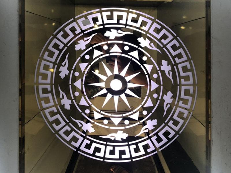 Trần thang máy