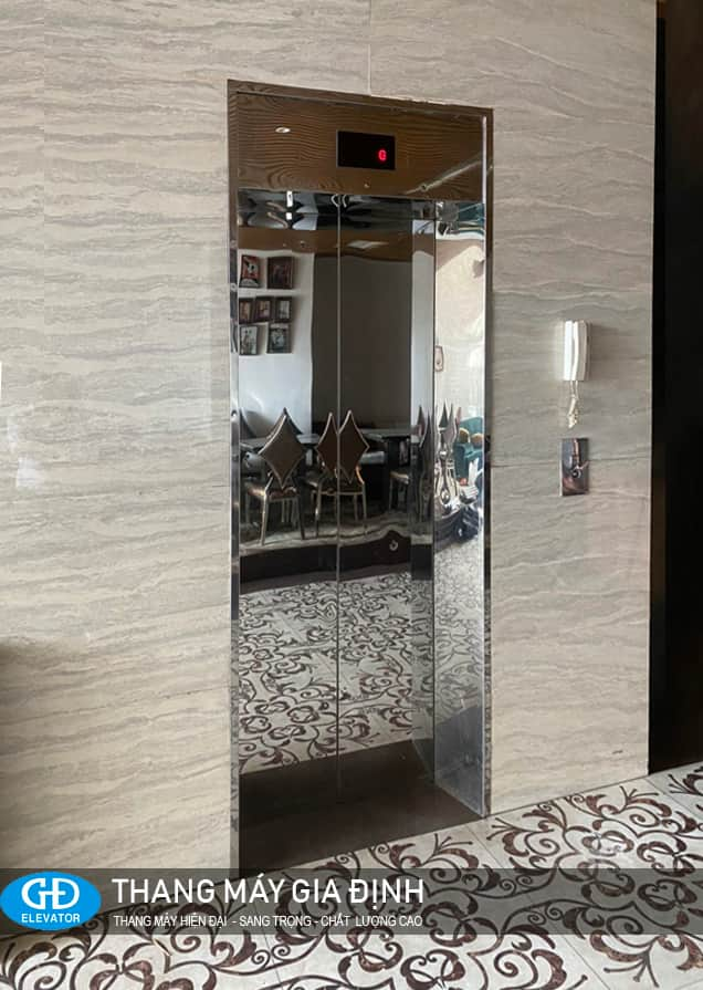 Thang máy cửa inox gương