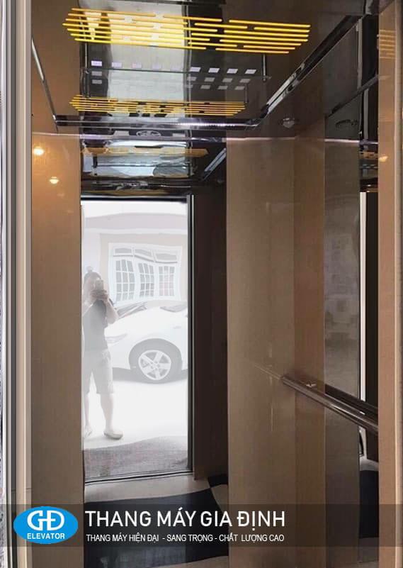 Trang trí cabin thang máy